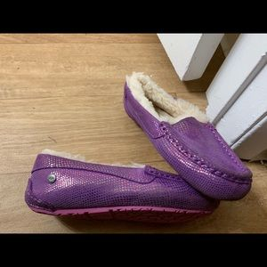 Kid girl ugg slippers size 2